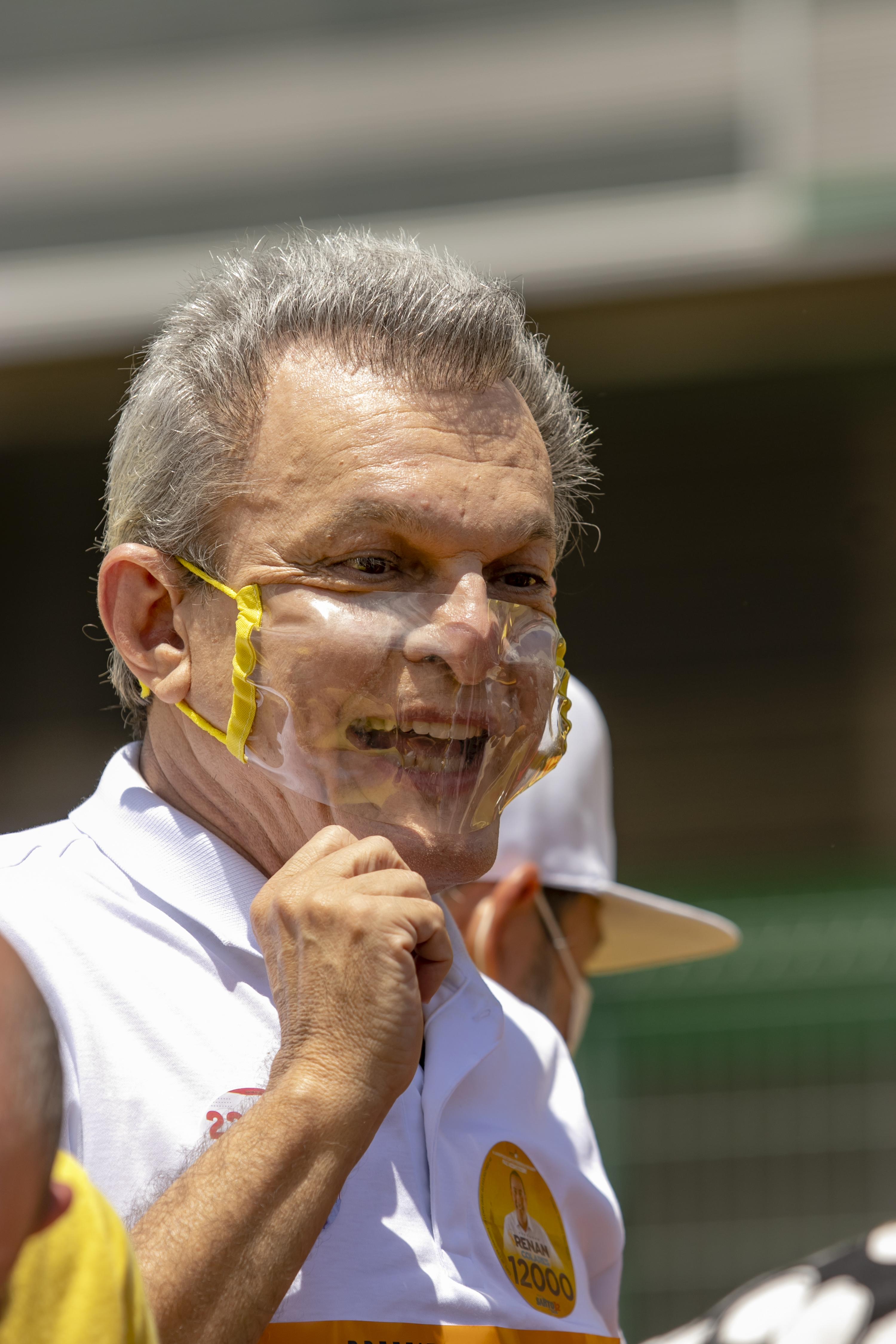 USANDO uma máscara transparente, Sarto fez ontem primeiro ato de rua após se recuperar da Covid-19