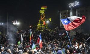 Em plebiscito, Chile decide mudar Constituição da época da ditadura militar