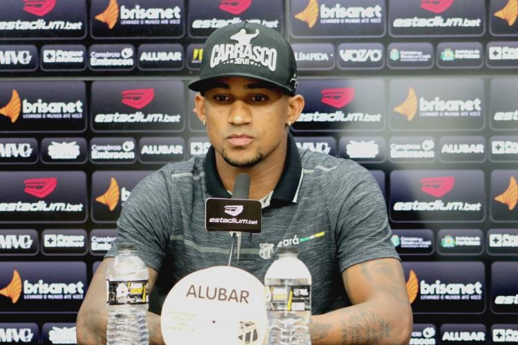 Lateral-direito Eduardo, do Ceará Sporting Club, durante entrevista coletiva (Foto: Marcelo Vidal/Ceará SC)