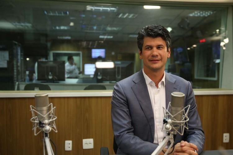 O presidente do BNDES, Gustavo Montezano, participa do programa A Voz do Brasil (Foto: Marcello Casal Jr/ Agência Brasil)