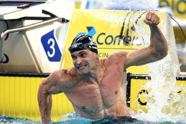 Nicholas Santos vence os 50 metros borboleta em competição na Hungria (Foto: )