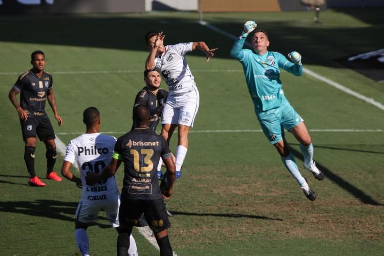Equipes já duelaram na Vila Belmiro em 2020, terminando no empate por 0 a 0  (Foto: FABRÍCIO COSTA/AE)