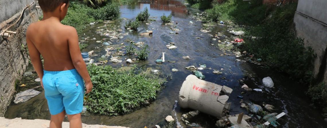As Microrregiões de Água e Esgoto são responsáveis pelo planejamento, regulação, fiscalização e prestação, direta ou indireta, dos serviços de abastecimento de água, esgotamento sanitário e manejo de águas pluviais urbanas (Foto: FÁBIO LIMA/O POVO)