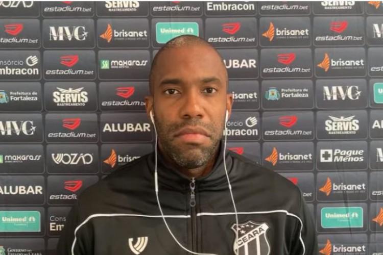 Fabinho participou de entrevista coletiva antes do duelo do Ceará contra o Botafogo, na Série A (Foto: REPRODUÇÃO/TV VOZÃO/YOUTUBE)
