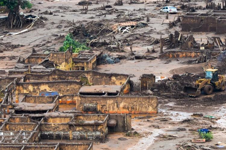 Área afetada pelo rompimento de barragem no distrito de Bento Rodrigues, zona rural de Mariana, em Minas Gerais (Foto: Antonio Cruz/ Agência Brasil)
