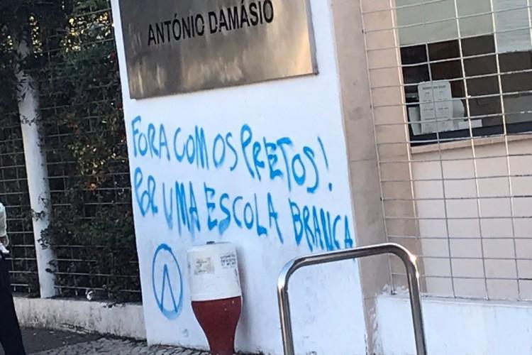 Desde 2019, casos de racismo e xenofobia em pichações são registrados em Portugal; polícia local investiga ação criminosa.  (Foto: Reprodução/ Twitter)