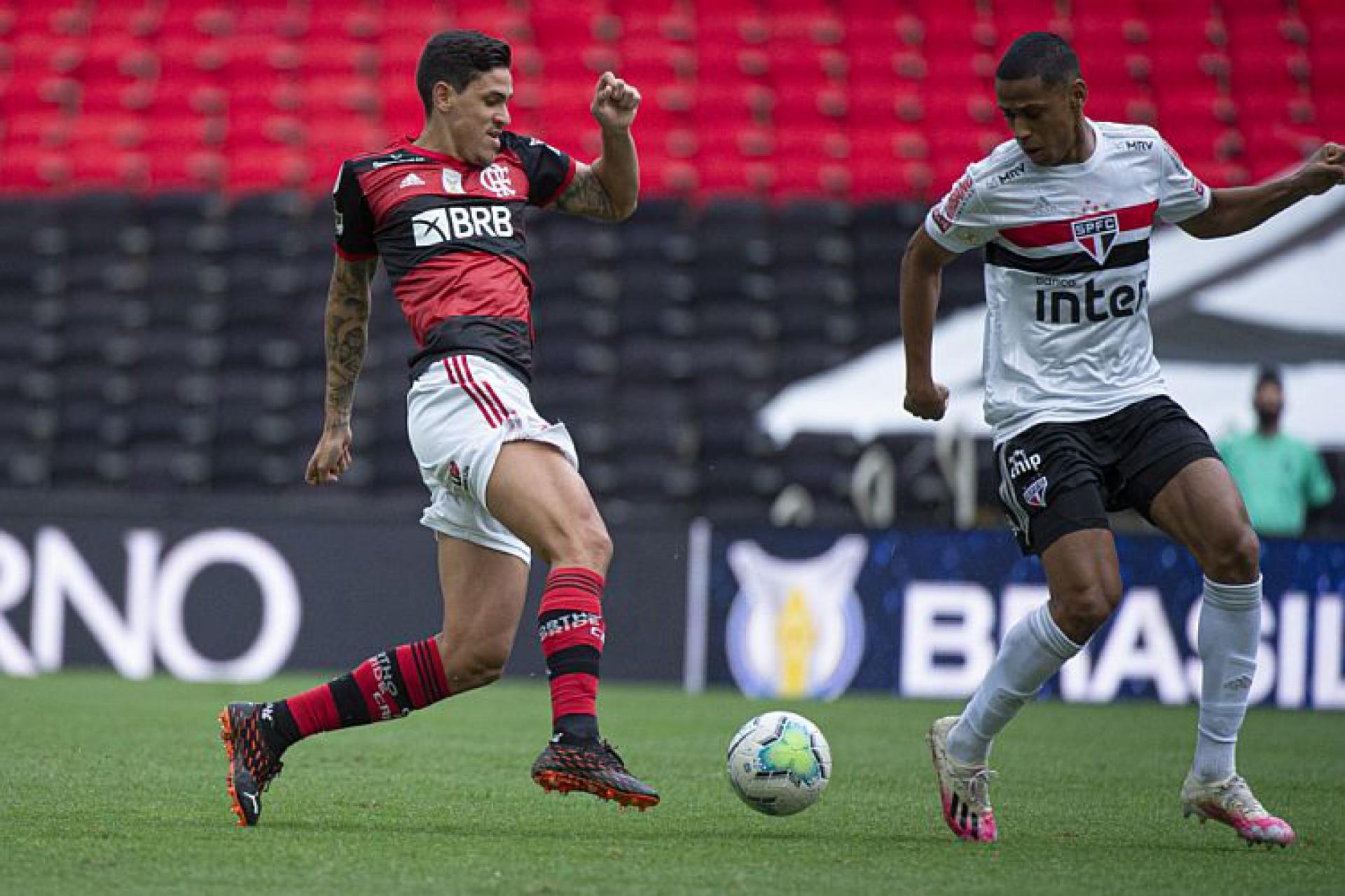 Volpi pega dois pênaltis, e São Paulo goleia o Flamengo no ...