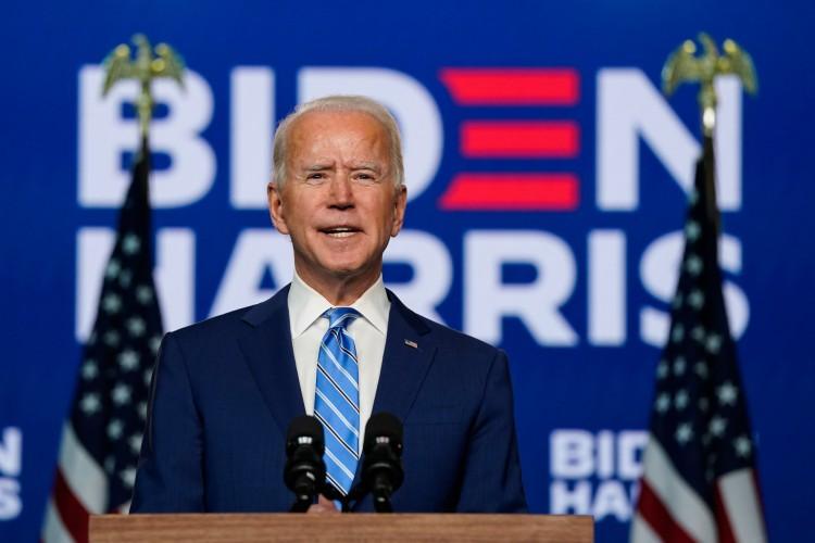 O candidato democrata à presidência Joe Biden fala um dia depois que os americanos votaram nas eleições presidenciais, em 4 de novembro de 2020 em Wilmington, Delaware (Foto: Drew Angerer / AFP)
