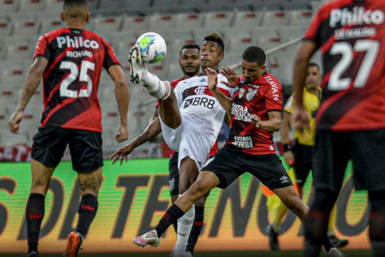 Flamengo e Athletico-PR se enfrentam hoje pelo jogo de volta da Copa do Brasil. Confira onde assistir ao vivo, que horas é a partida e a provável escalação de cada time (Foto: Marcelo Cortes/ Divulgação)