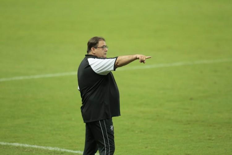 Guto Ferreira, treinador do Ceará (Foto: Julio Caesar)