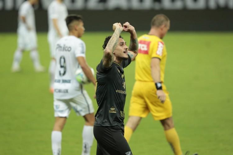 Vina tem oito gols na Série A, sendo o artilheiro do Vovô na competição  (Foto: Julio Caesar/O POVO)