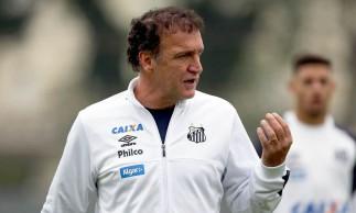 Covid-19: Cuca, técnico do Santos, testa positivo e é internado em SP