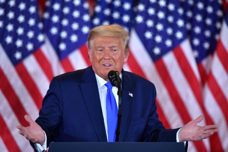 Desde a invasão à sede do Congresso estadunidense por apoiadores de Trump, o republicano vem sendo punido por diversas redes sociais.  (Foto: MANDEL NGAN / AFP)