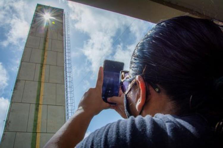 Turistas voltam ao monumento Marco Zero para apreciar o Equinócio da Primavera (Foto: Maksuel Martins/Governo do estado do Amapá)