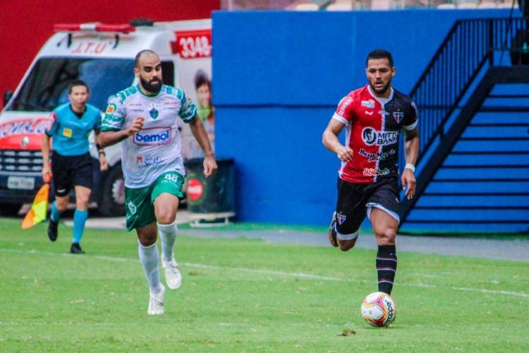 Em Manaus, Ferroviário saiu na frente do time da casa, mas sofreu o empate (Foto: Lenilson Santos/Ferroviário AC)
