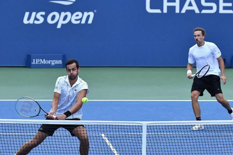 Soares luta pelo título de duplas do Masters de Paris neste domingo (Foto: )
