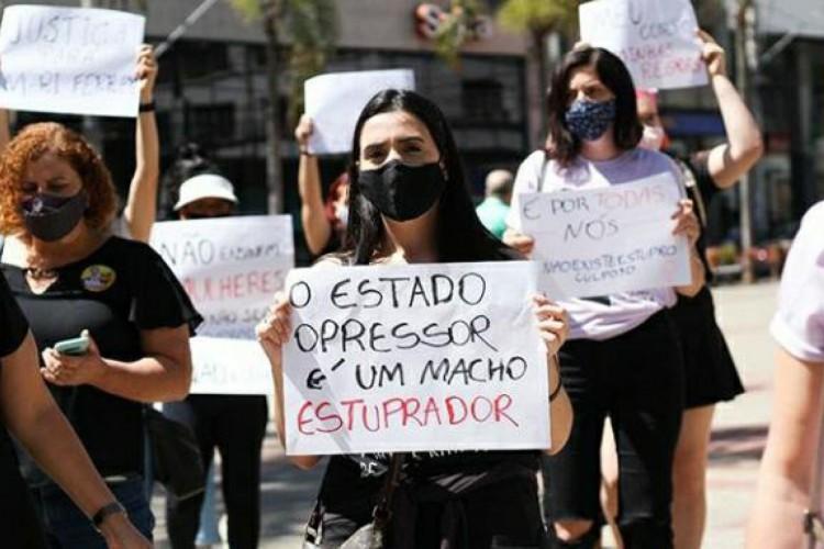 Desde o último sábado, 7, mulheres de todo o Brasil se reúnem pedindo justiça por Mari Ferrer. Confira algumas fotos.   (Foto: Reprodução/ Instagram)