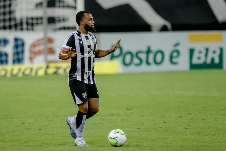 Samuel Xavier completou 200 jogos pelo Ceará contra o Sport  (Foto: Aurelio Alves/O POVO)