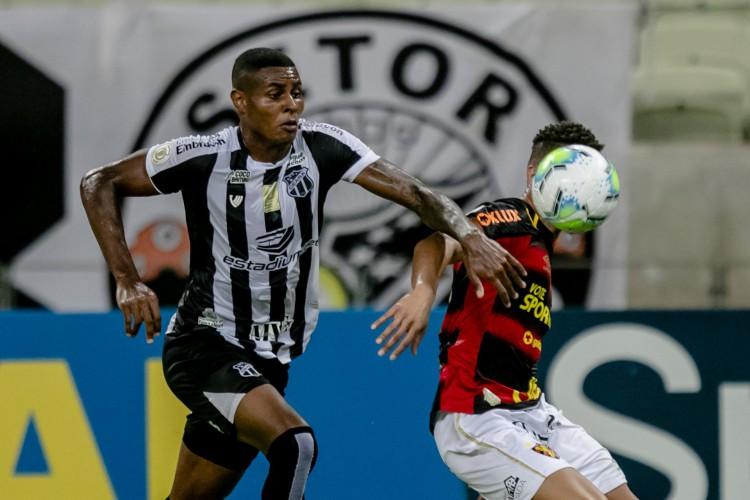 Atacante Cléber é esperança de gols do Vovô no duelo em Recife (Foto: Aurelio Alves)