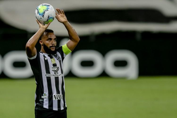 Titular absoluto, Samuel Xavier volta ao time para ajudar a fechar com vitória a sequência de 8 jogos  (Foto: Aurelio Alves)