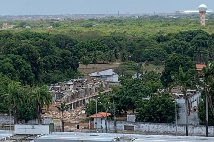 Casas começaram a ser demolidas  (Foto: WhatsApp)