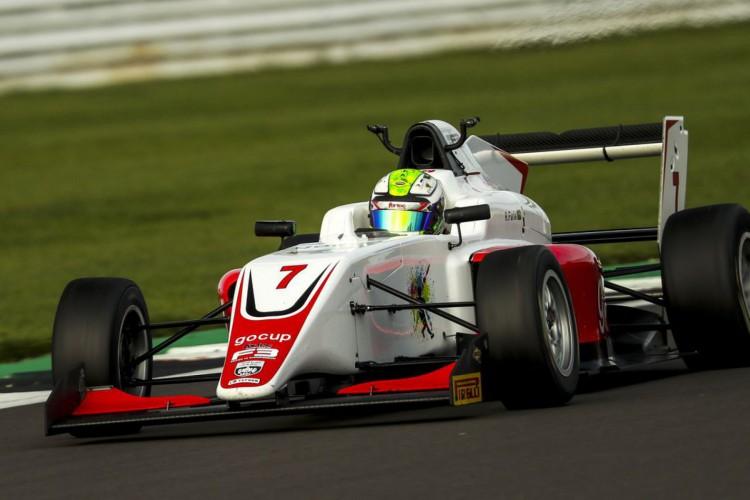 Piloto carioca de 16 anos sobre ao pódio do Campeonato Britânico de F3 (Foto: Jakob Ebrey)