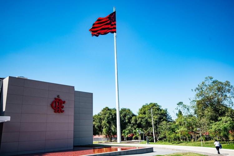 Bandeira do Flamengo hasteada no CT Ninho do Urubu, no Rio de Janeiro (Foto: Alexandre Vidal/Flamengo)
