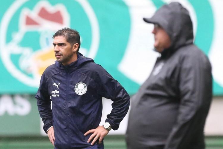 Técnicos Abel Ferreira, do Palmeiras, e Guto Ferreira, do Ceará, em partida no Allianz Parque, pela Copa do Brasil (Foto: Cesar Greco/Palmeiras)