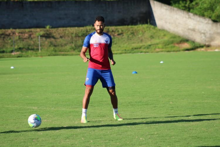 Jackson vinha formando dupla titular com Paulão (Foto: Dudu Oliveira/Fortaleza EC)