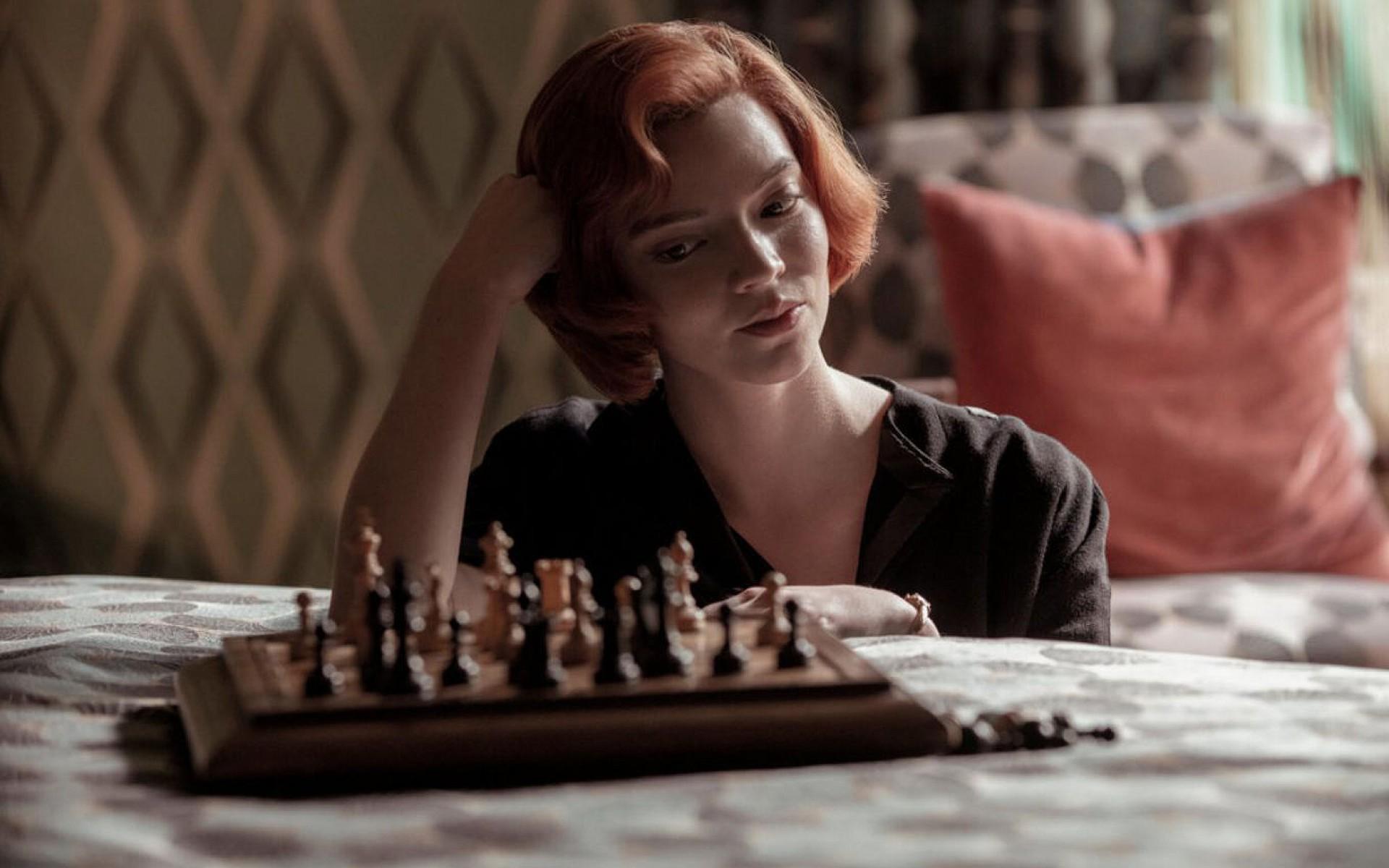 """Série """"O Gambito da Rainha"""", lançada em outubro pela Netflix, conseguiu duas indicações no Globo de Ouro de 2021"""