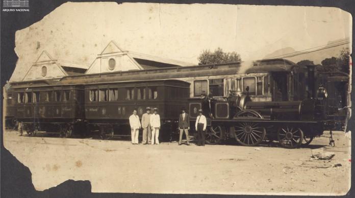 """A locomotiva """"Baroneza"""", a primeira do Brasil"""