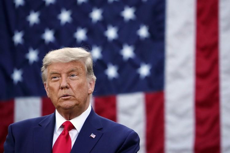 O presidente dos EUA, Donald Trump, admitiu a derrota, mas falou novamente em fraudes  (Foto: MANDEL NGAN / AFP)