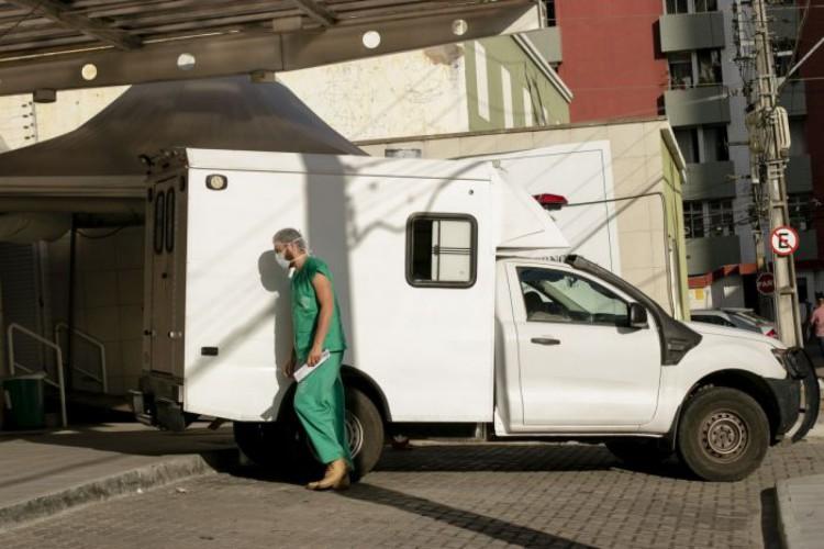 A média móvel de casos registrada atualmente (219,7) é 61% inferior àquela de duas semanas atrás (Foto: Aurelio Alves/O POVO)