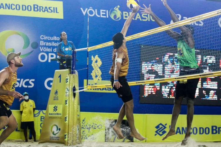 Alison/Álvaro e Guto/Arthur decidem etapa no Circuito Nacional (Foto: )
