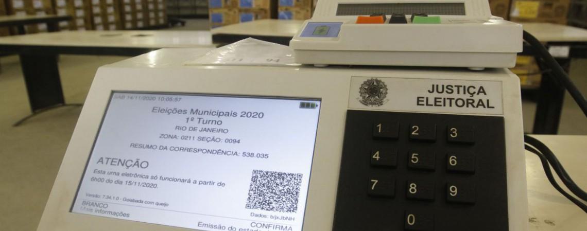Urna com problema no dispositivo (Foto: Fernando Frazão/Agência Brasil)