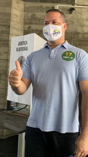 FORTALEZA, CE, Brasil. 15.11.2020: Candidato Heitor Freire (PSL) vota no colégio Espaço Aberto da Dom Luis. (Fotos: Deisa Garcez/Especial para O Povo) (Foto: Deisa Garcez/Especial para O Povo)
