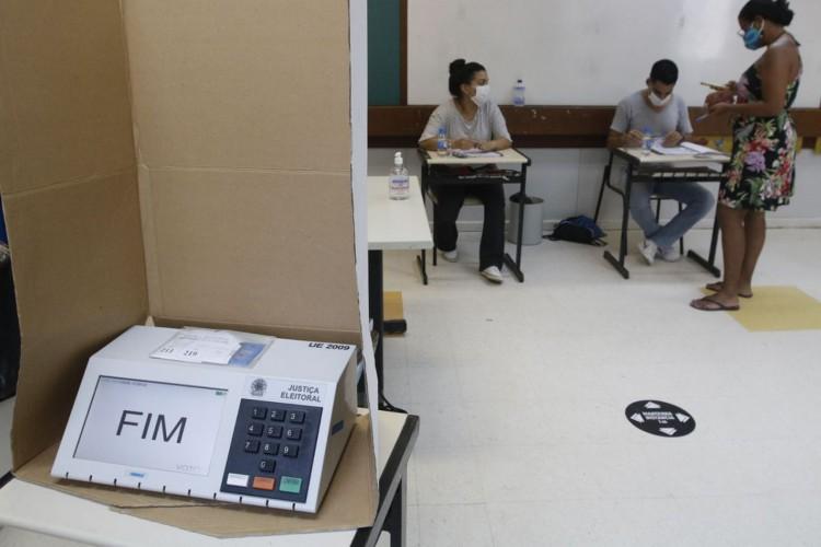 os moradores da Rocinha votam nas seções eleitorais (Foto: Fernando Frazão/Agência Brasil)