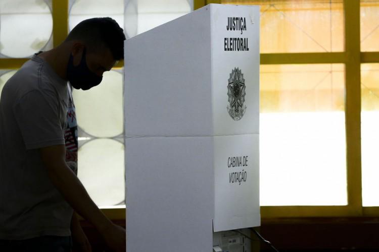 Eleitores de Valparaíso, Goiás, vão ás urnas para as eleições municipais 2020. (Foto: Marcelo Camargo/Agência Brasil)