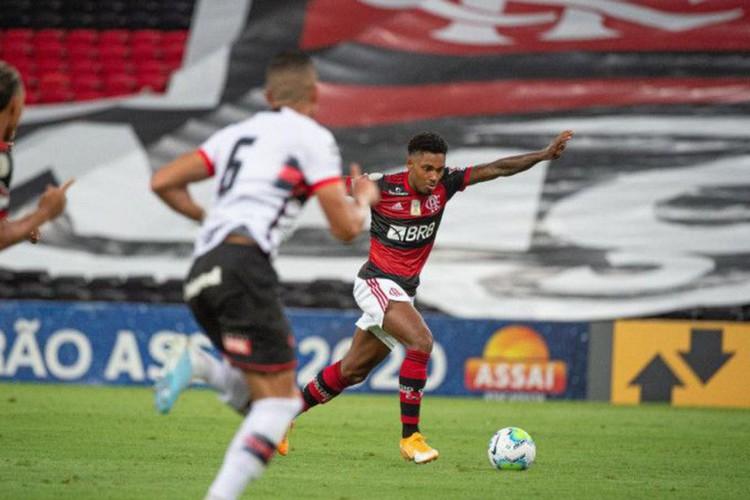 Flamengo sai na frente, mas cede o empate para o Atlético-GO no Maraca (Foto: )