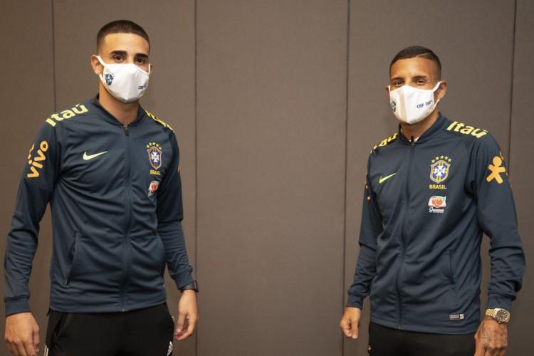 Thiago Galhardo e Guilherme Arana foram convocados em substituição a dois jogadores que não poderão atuar diante do Uruguai, na terça-feira, 17 (Foto: Lucas Figueiredo/CBF)