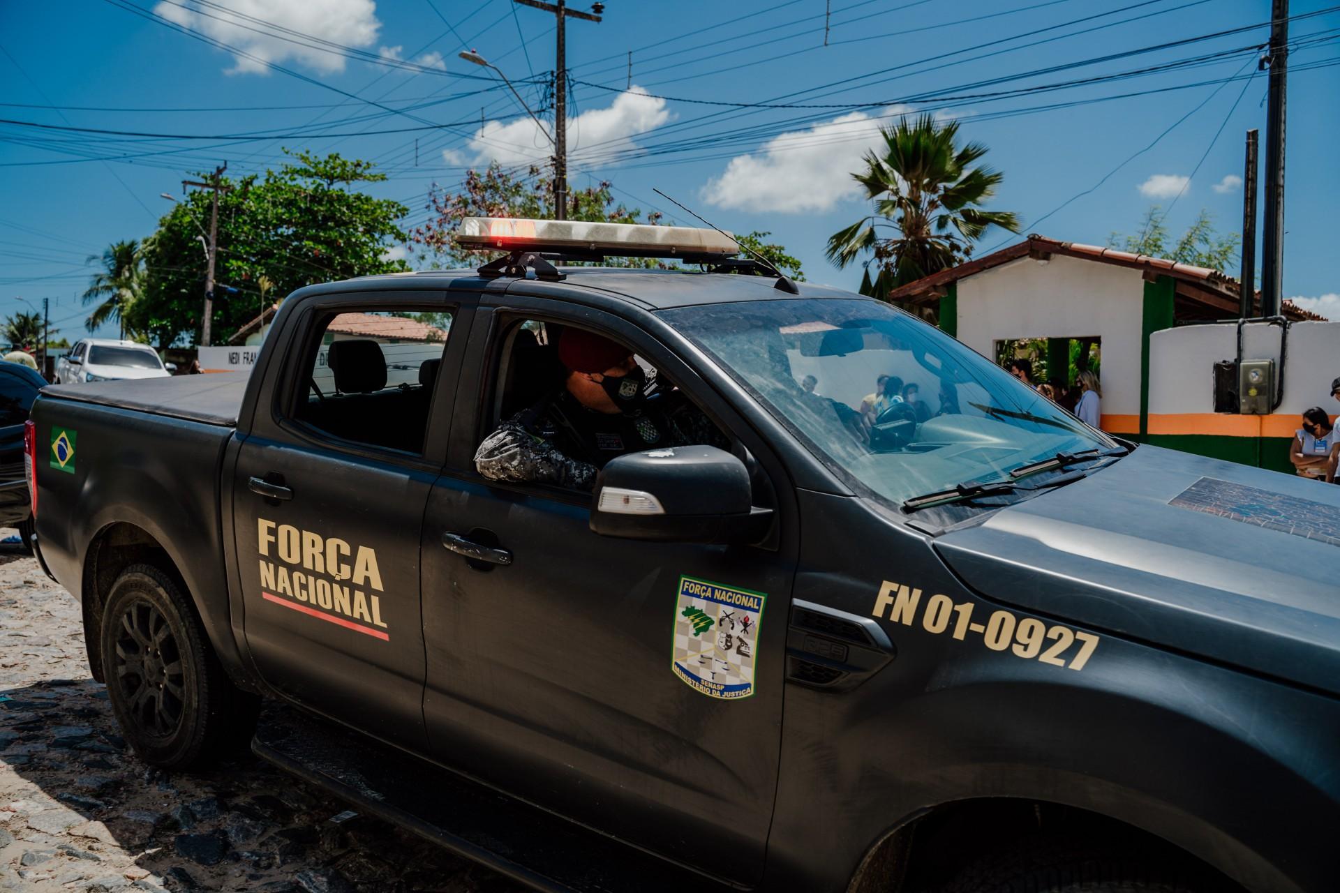 Fortaleza - Ce, Brasil, 15-11-2020:  Força Nacional e Polícia Militar fazem a segurança das eleições em Caucaia.  (Foto: Júlio Caesar/ O Povo)