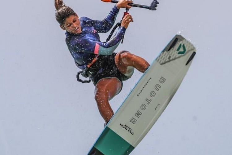 Mika Sol, de 16 anos, está entre as atletas mais completas do kitesurfe (Foto: Arquivo Pessoal)