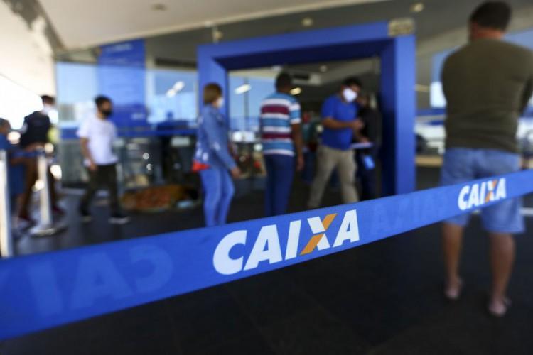 Fila para entrada em agência da Caixa, em Brasília. (Foto: Marcelo Camargo/Agência Brasil)