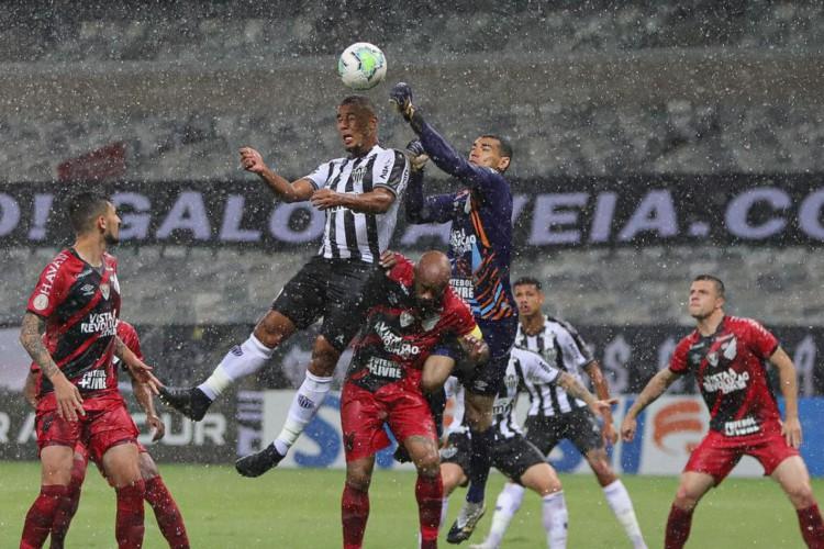 Athletico-PR embala na Série A e impede líder Atlético-MG de disparar (Foto: Pedro Souza)