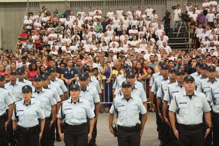 CERIMÔNIA de posse de 279 policiais militares, no Centro de Eventos, em abril de 2016 (Foto: Mauri Melo)