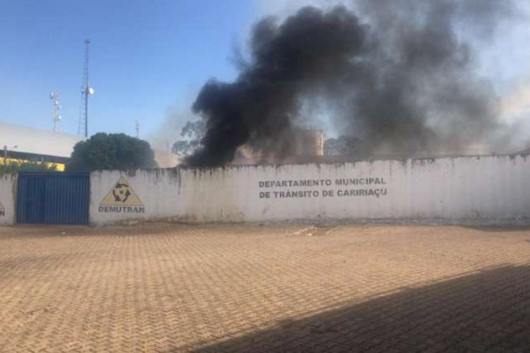 As duas crianças envolvidas no incêndio tem 9 e 10 anos e segundo relataram à Polícia, encontraram o material explosivo, semelhante a fogos de artifício, na rua (Foto: Divulgação SSPDS)