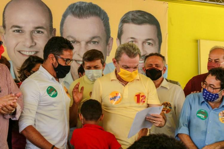 Anizio e membros do PCdoB entregaram propostas do partido para Sarto (Foto: Divulgação)