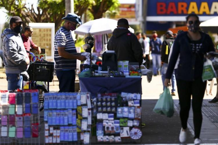 Comércio de rua em Brasília. (Foto: Marcelo Camargo/Agência Brasil)
