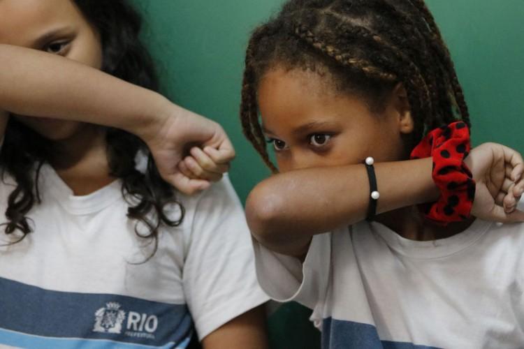 Mais de 20% das crianças estão matriculadas em escolas sem saneamento (Foto: )