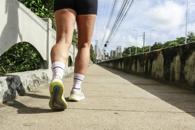 Praticante de corrida de rua no parque do Cocó  (Foto: Barbara Moira)